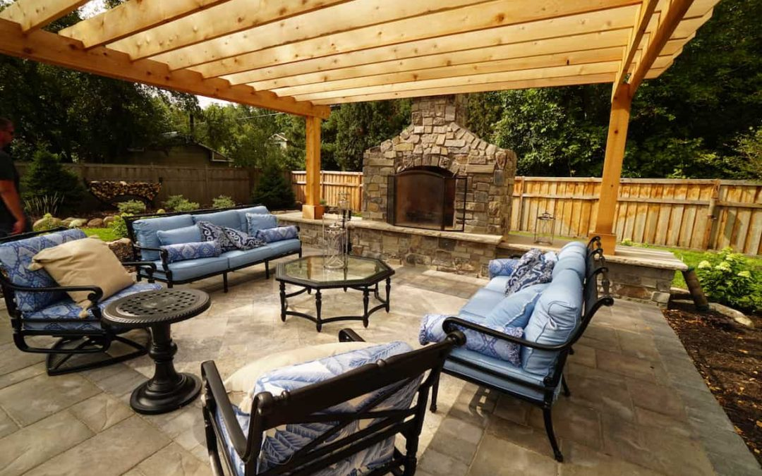 A Guide to Outdoor Fireplaces