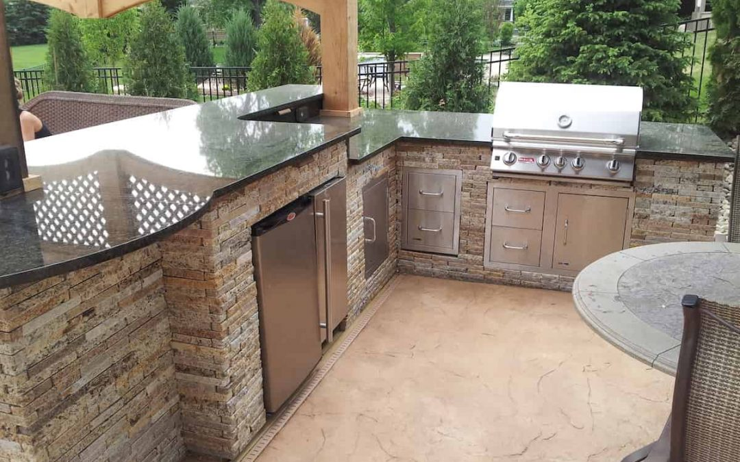 The Benefits of Adding an Outdoor Kitchen to Your Landscaping